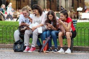 teens sharing images social media