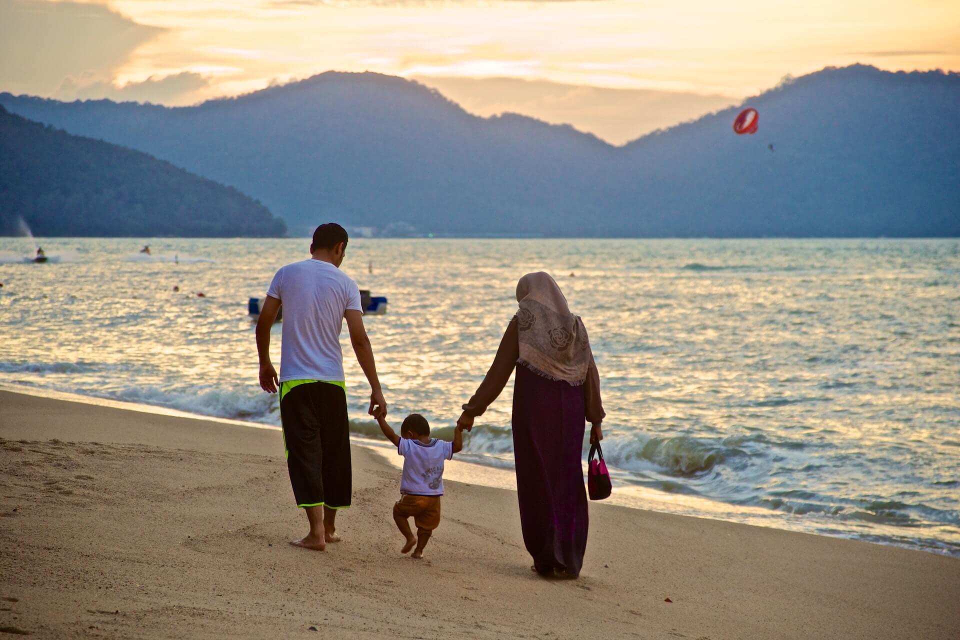Intimate partner relationship changes after motherhood.