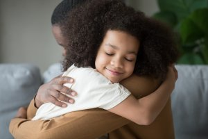child hugs her father who is a single parent in Scotch Plaines, NJ and gets parenting counseling at Brave minds psychological services
