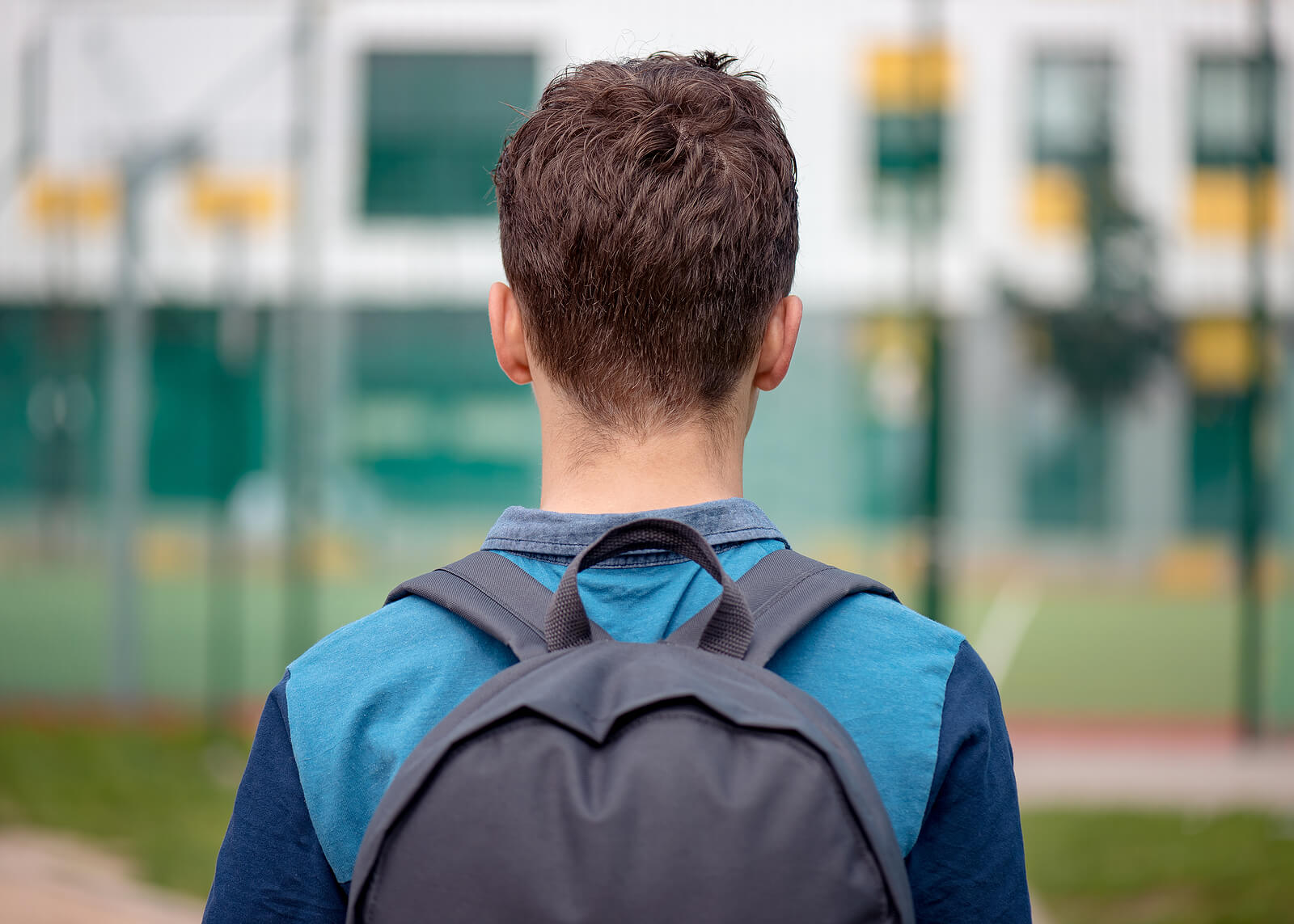 photo of a teen with a backpack representing EMDR for teens in Scotch Planes, NJ with an EMDR therapist